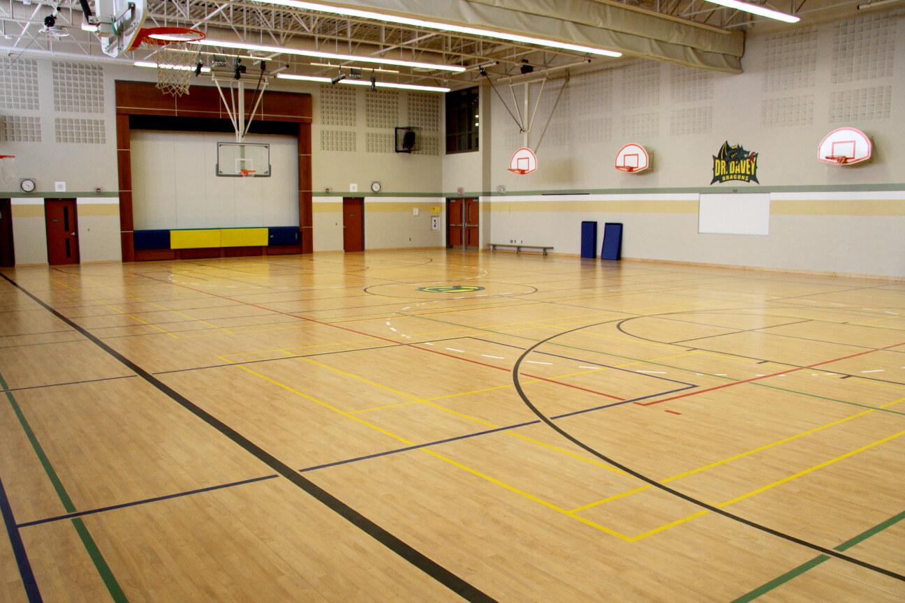 Plancher de gymnase Omnisports 8.3 à l'école primaire Cootes Paradise (Hamilton, Ontario)