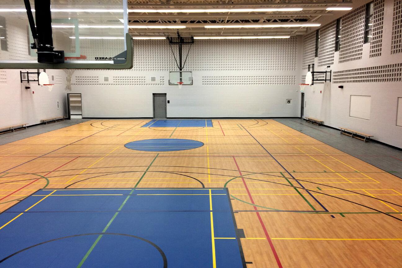 Plancher de gymnase Omnisports 6.5 à l'école primaire McClure (Brampton, Ontario)