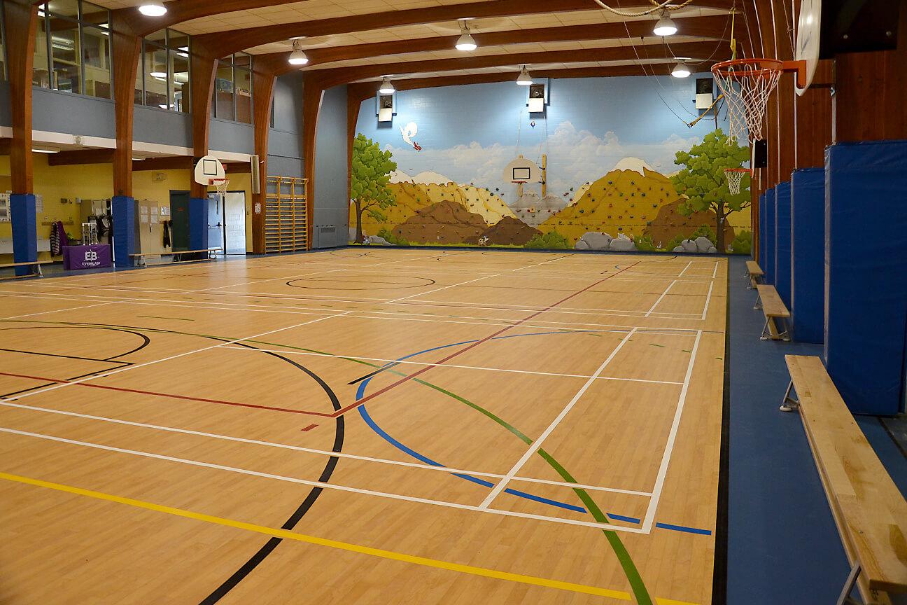 Plancher de gymnase Omnisports 6.5 à l'école Saint-Isidore-Langevin (Saint-Isidore-de-Laprairie, Québec)